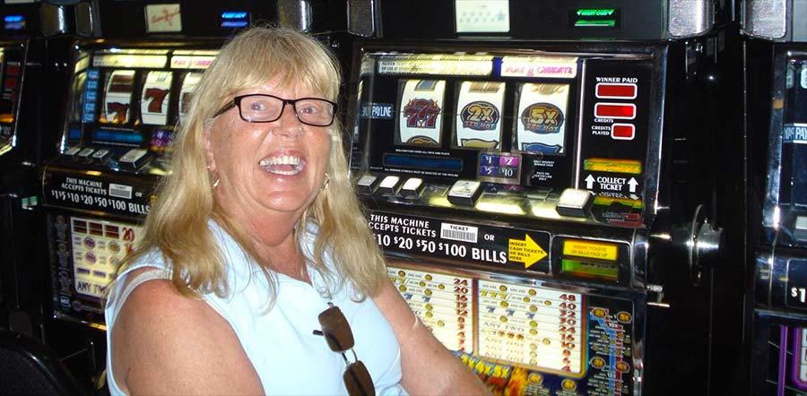$4000 Jackpot Winner playing Red Hot Sevens Slots